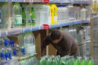 Românii încep reciclarea. Sticlele se scumpesc, dar primiți banii înapoi la returnarea lor