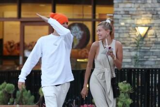 Justin Bieber, surprins lovindu-și soția în public. GALERIE FOTO