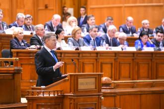 """Iohannis, aplaudat și huiduit în Parlament, în ședința solemnă. Dăncilă: """"Îmi cer scuze"""""""