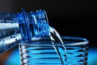 Bei apă sau cafea din pahar de plastic? Rămâi fără urmași. Cum afectează plasticul fertilitatea