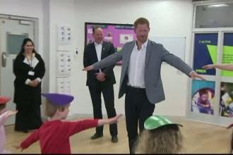 Cât de bine se pricepe Prinţul Harry la balet. Testul dat în faţa unor elevi