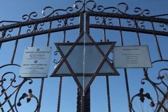 Ce au făcut 3 adolescenți într-un cimitir evreiesc din Vaslui. Ambasadorul SUA s-a dus să verifice situația