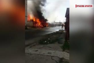 """O femeie din Mureș a murit, după ce flăcările i-au mistuit casa. """"Avea vreo 10 copii"""""""