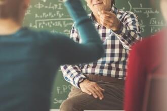 Secretul unui profesor care preda la o școală gimnazială. A fost demis imediat