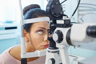 Caz medical unic. Ce au descoperit doctorii în ochii unei femei. VIDEO