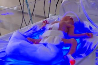 Lipsa de aparatură din spitale ucide mii de bebeluşi. Unde sunt incubatoarele promise de minister