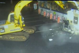 Mai mulți bărbați mascați au furat un bancomat, cu un excavator furat, în doar 4 minute