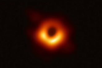 A fost prezentată prima imagine a unei găuri negre făcută vreodată