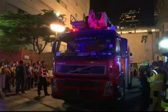 Incendiu puternic la un mall. De frică, oamenii au sărit în gol