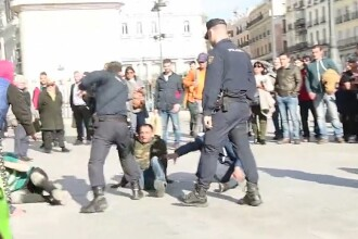 Țigani români loviți brutal de agenți în Madrid în timpul unei bătăi generale. Reacția poliției