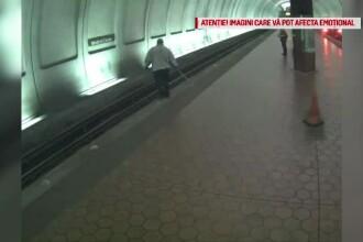 Momentul în care un nevăzător cade pe șine, într-o stație de metrou