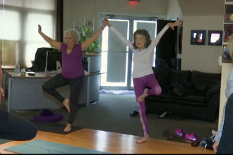 Profesoară de yoga la 100 de ani. Sfatul ei pentru cei care vor să aibă o viață fericită