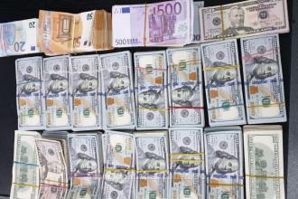 Suma uriașă de bani descoperită pe corpul și în bagajul unui turc, în Vama Giurgiu