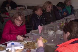 Reacţia turiştilor după ce mănâncă pentru prima dată