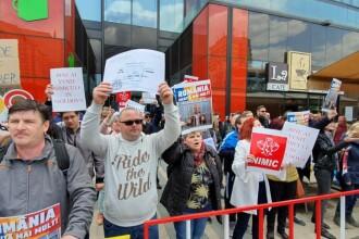 """Dragnea, întâmpinat de protestatari la Iași: """"Bine ai venit Nimicule în Moldova"""". VIDEO"""