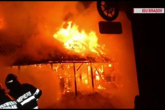 Restaurant din Zărnești, distrus de incendiu. Pompierii s-au luptat 4 ore cu flăcările