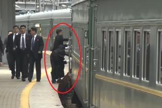 Gest bizar al bodyguarzilor lui Kim Jong Un. Ce au făcut la sosirea trenului în Rusia