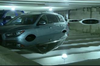 Mașinile dintr-o parcare, acoperite de apă. Ce s-a întâmplat