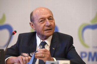 """Băsescu, atac la Timmermans: """"Stă pitit în birou şi se face că nu vede lovitura de stat din R. Moldova"""""""