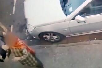 Momentul în care o femeie e pusă la pământ cu o singură lovitură. VIDEO