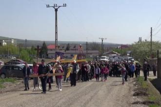 Drumul Crucii, parcurs în Vinerea Mare. Tradiția de zeci de ani din zona Moldovei