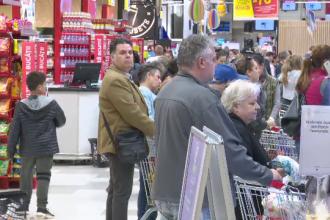 Se anunță noi scumpiri pentru români. Cifrele anunțate de Comisia de Prognoză