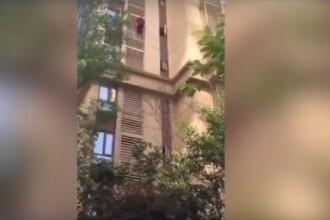Bătrână surprinsă coborând de pe o clădire de la etajul 14. Care a fost motivul. VIDEO