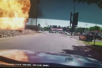 Momentul în care un camion explodează în parcare. Imagini demne de un film de acțiune