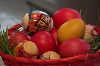 Friptura și ouăle rămase de Paște, transformate în salate și plăcinte