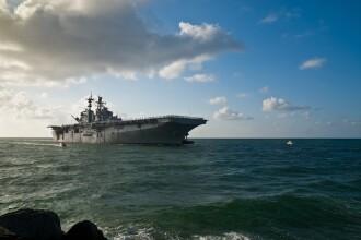 Mii de membri ai echipajului, în pericol de moarte pe un portavion american. Mesajul disperat al căpitanului
