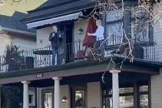 VIDEO Distracție în timpul pandemiei. Mai mulți vecini au ieșit să danseze în fața caselor