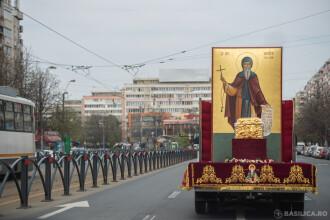 Pelerinaj inedit. Moaștele Sfintei Parascheva au fost purtate pe străzile din Moldova