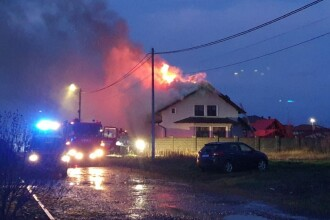 O casă a ars din temelii, într-un cartier din Arad