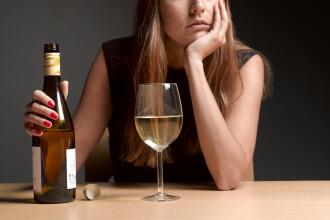 Consumul de băuturi alcoolice a crescut în timpul izolării. Pericolul la care ne expunem