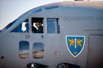 Cei 15 medici români aflați în Italia s-au întors în țară cu echipamente donate de Papa