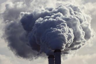 Studiu Harvard: Poluarea crește rata deceselor provocate de Covid-19