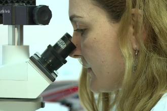 Cercetătorii au stabilit ordinea în care apar simptomele Covid-19. Care este primul semn