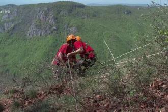 Apel făcut de salvamontiștii din Vâlcea, după ce au descoperit un cort și obiecte abandonate de luni întregi
