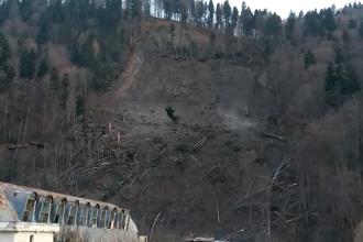 Imagini apocaliptice. Zeci de familii din Azuga, evacuate după o alunecare de teren