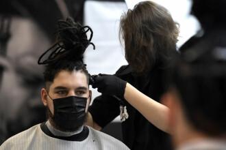 """Cum s-ar obișnui oamenii cu restricțiile: """"Masca trebuie să devină ultima modă"""""""
