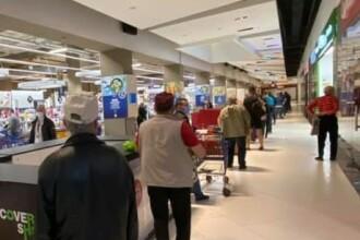 Cum arată o zi de cumpărături în plină pandemie. Cozi uriașe în supermarketuri și piețe