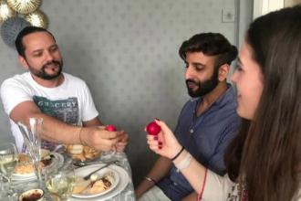 Cum petrec Paștele românii aflați departe de casă.
