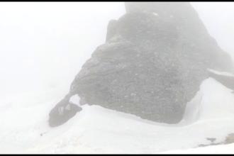 Schimbări dramatice ale vremii: viscol și ger la munte, drumarii intervin să curețe zăpada