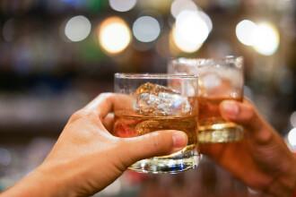Amendă uriașă, după ce 6 tineri au fost prinși consumând băuturi într-un bar din județul Dolj