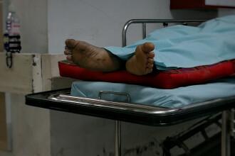 O pacientă din Arad a reclamat că a fost ţinută timp de 6 ore cu o femeie moartă în salon