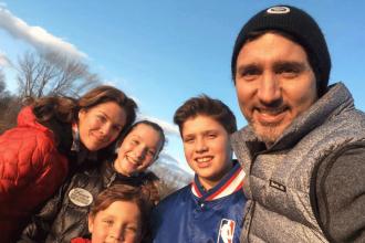 Premierul canadian, criticat dur după ce s-a pozat cu familia la cabana de vacanță