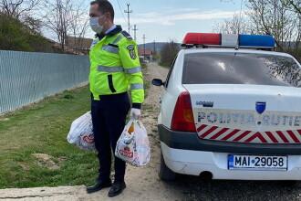 O bătrână din Vaslui a sunat la 112 și a spus că nu are mâncare. Polițiștii i-au dus alimente acasă