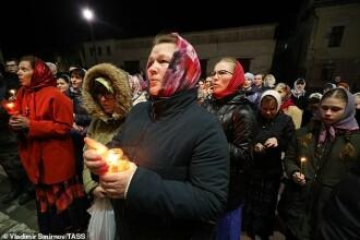 Credincioșii din Rusia au ignorat izolarea. Cum au fost surprinși la slujba de Înviere