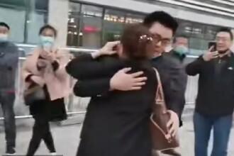 VIDEO. O mamă și-a revăzut după 28 de ani fiul schimbat din greșeală la maternitate