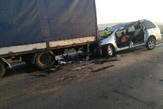 Accident grav. Patru persoane au murit în județul Galați, după ce mașina lor a intrat sub un TIR. FOTO